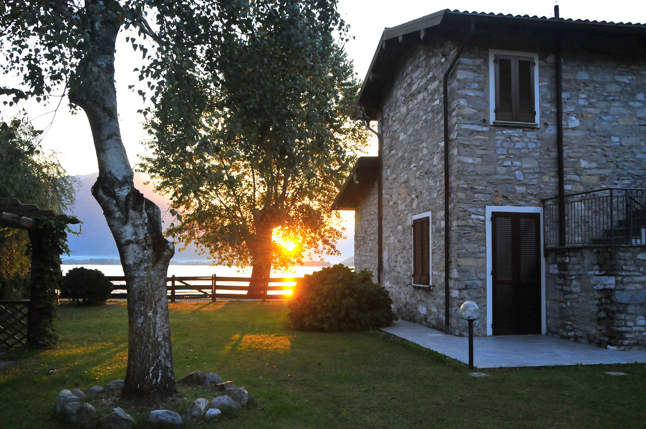 holiday-apartments and rooms vacation on lake Como