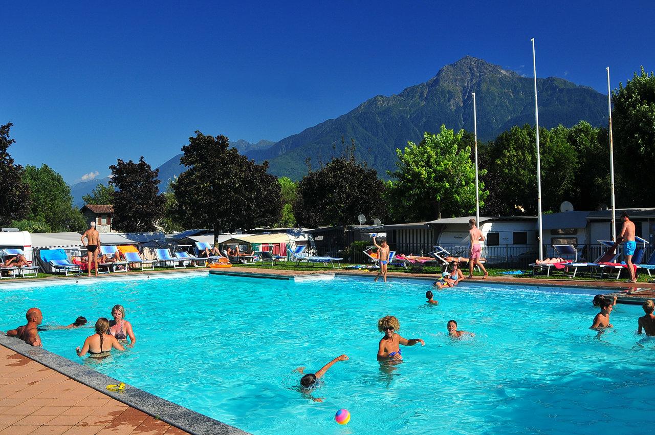 villa con piscina lago di Como